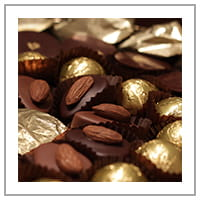 Chocolat noir et amande.