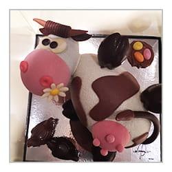 Vache en chocolat de Pâques.