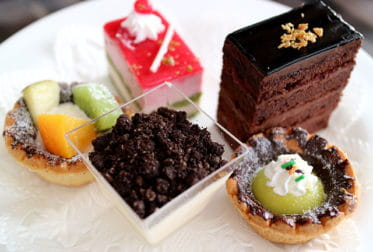 Sélection de desserts et de chocolats de la boutique Le Pralin.