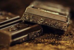 Carreaux de chocolat noir.