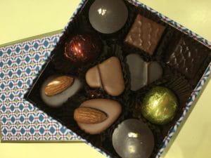 Une boite de chocolats à offrir.