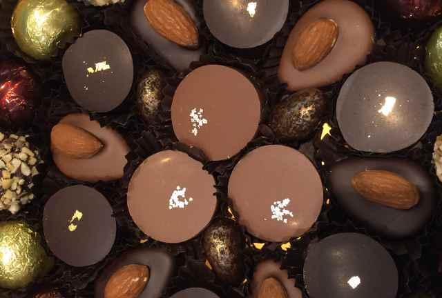 Des chocolats en boite.