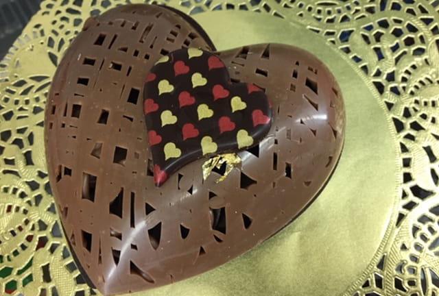 Boîte en chocolat en forme de cœur.