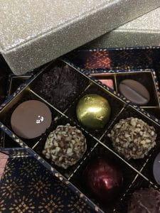 Boite de chocolats par Le Pralin pour décembre 2020.